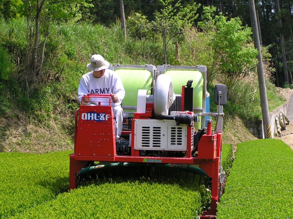 乗用茶刈り機