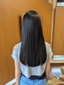 髪切り後の後ろ姿
